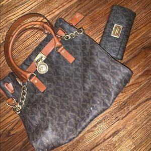 Michael Kors Hamilton Tote with matching wallet